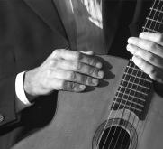 mains-guitare